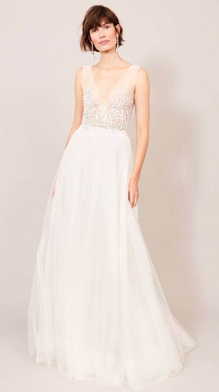 elegant bridal gown with v-neck from Kaviar Gauche