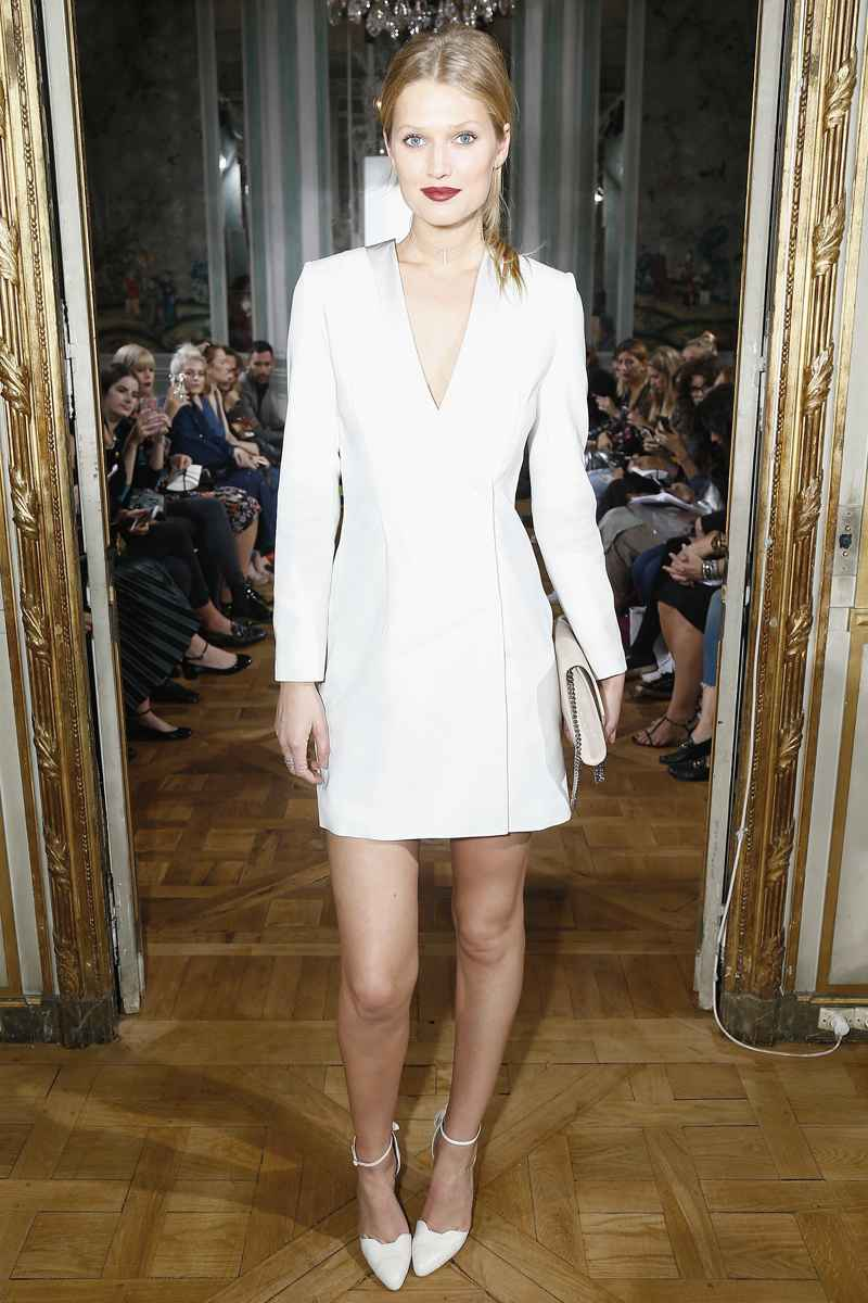 Toni Garrn im Alice Blazer Dress
