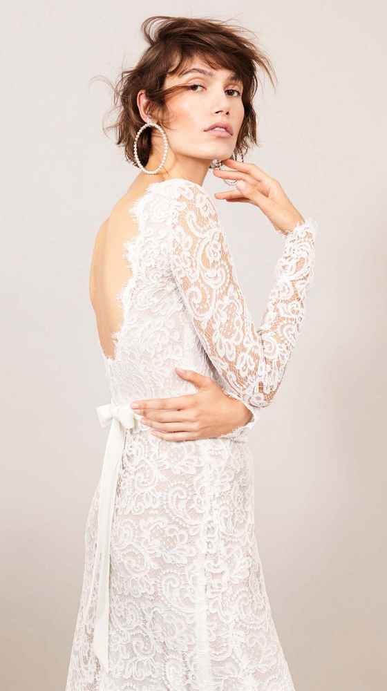 dreamlike bridal dress made of lace