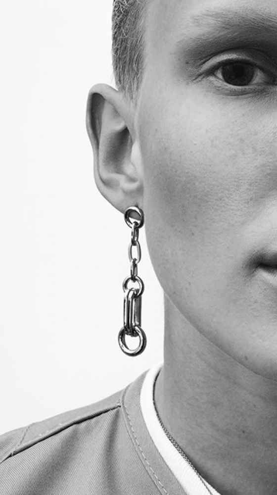 flux-us earring in gold by Sabrina Dehoff